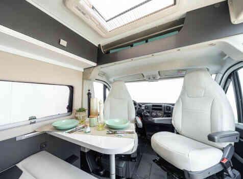 camping-car MC LOUIS  MENFYS 3 MAX PLUS  intérieur  / coin cuisine