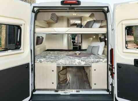 camping-car MC LOUIS  MENFYS 3 MAX PLUS  intérieur / couchage principal