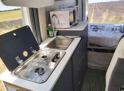 camping-car MC LOUIS  MENFYS 3 MAX PLUS  intérieur / salle de bain  et wc