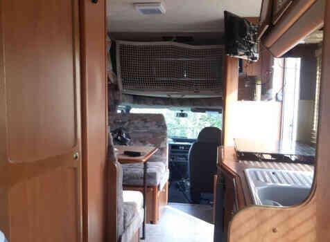 camping-car CHALLENGER FORD TRANSIT   intérieur / coin salon