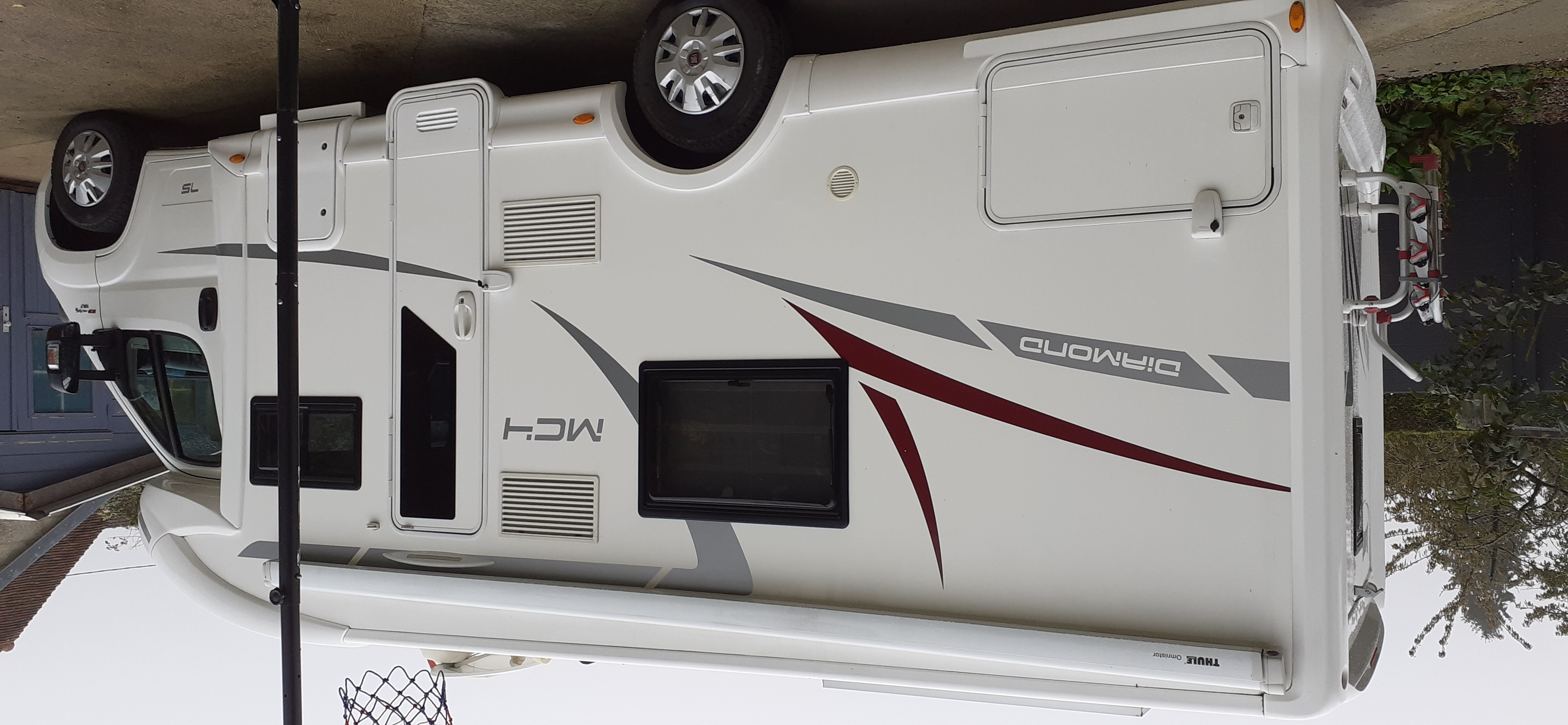 camping-car MC LOUIS MC4  extérieur / latéral droit