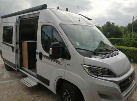 camping-car CARADO CLEVER 601  intérieur / couchage principal