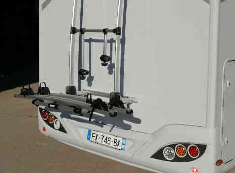 camping-car BAVARIA NOMADE T 746 FC  extérieur / arrière