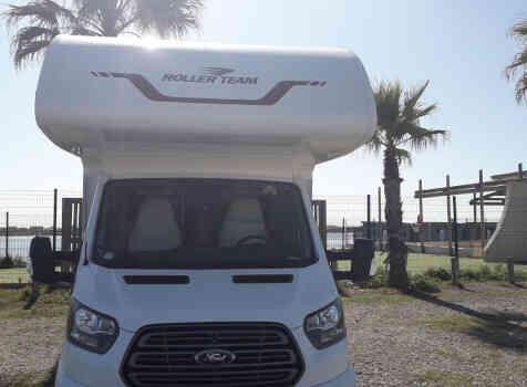 camping-car ROLLER TEAM 277 M  extérieur / face avant