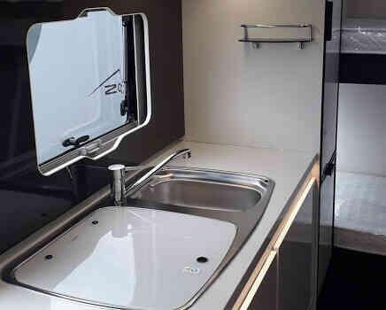 camping-car ROLLER TEAM 277 M  intérieur  / coin cuisine