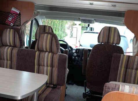 camping-car PILOTE A 710  intérieur / coin salon