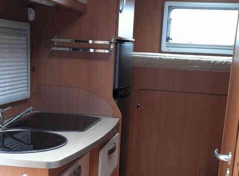 camping-car PILOTE A 710  intérieur  / coin cuisine