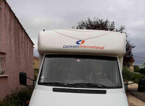 camping-car CI CYPRO 55  extérieur / face avant