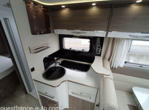 camping-car BAVARIA I 740 STYLE   intérieur  / coin cuisine