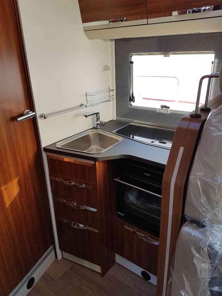 camping-car ADRIA MATRIX AXESS 670 SL coin cuisine