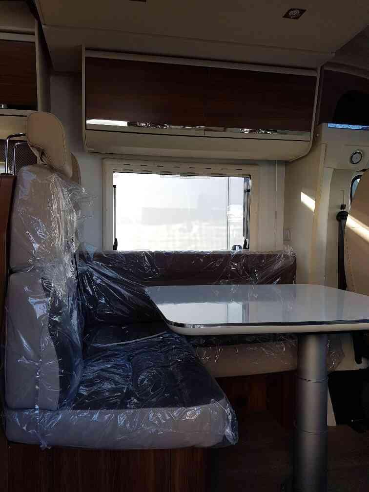 camping-car ADRIA MATRIX AXESS 670 SL coin repas