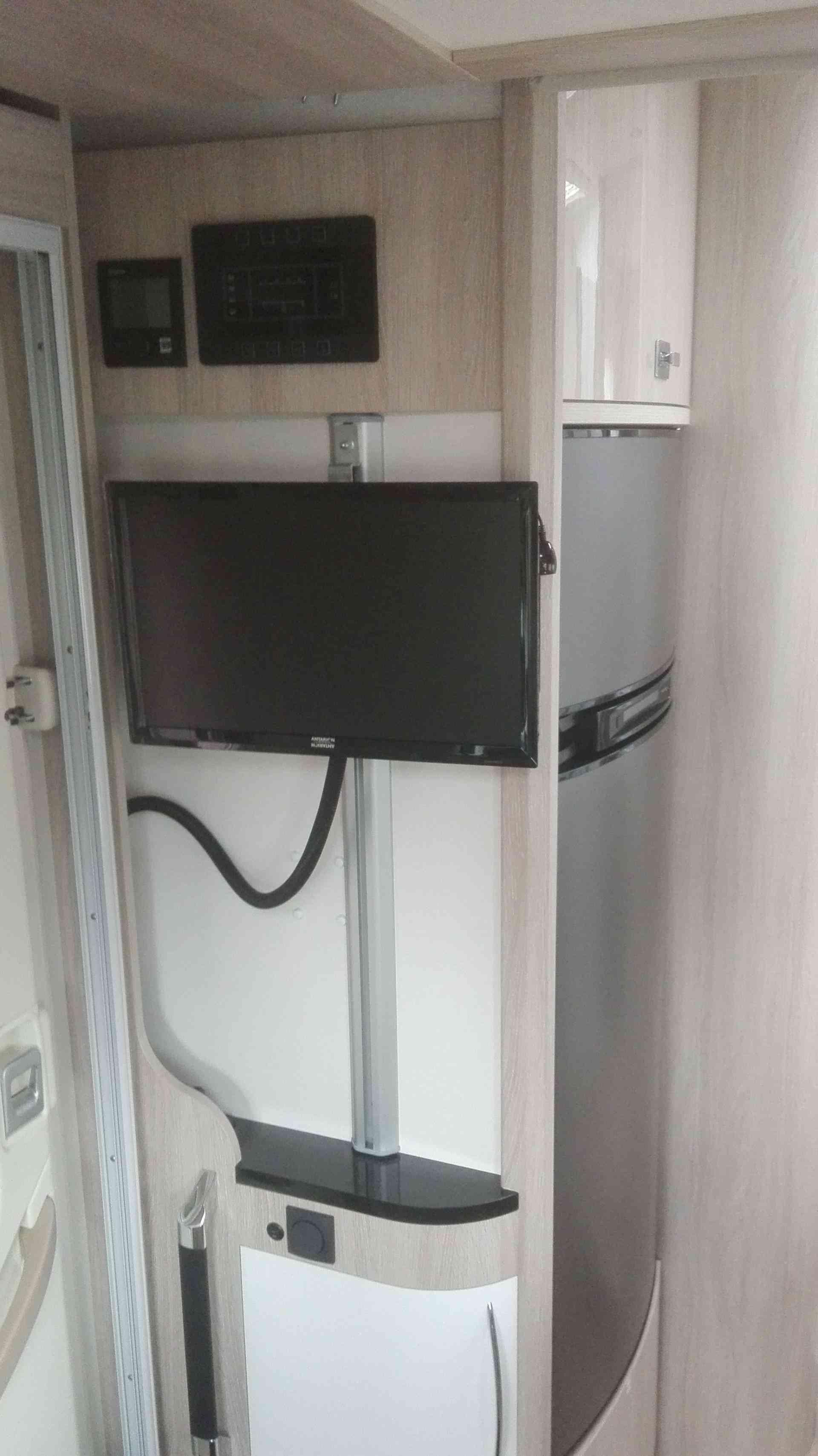 camping-car RAPIDO 690 FF télé / frigo