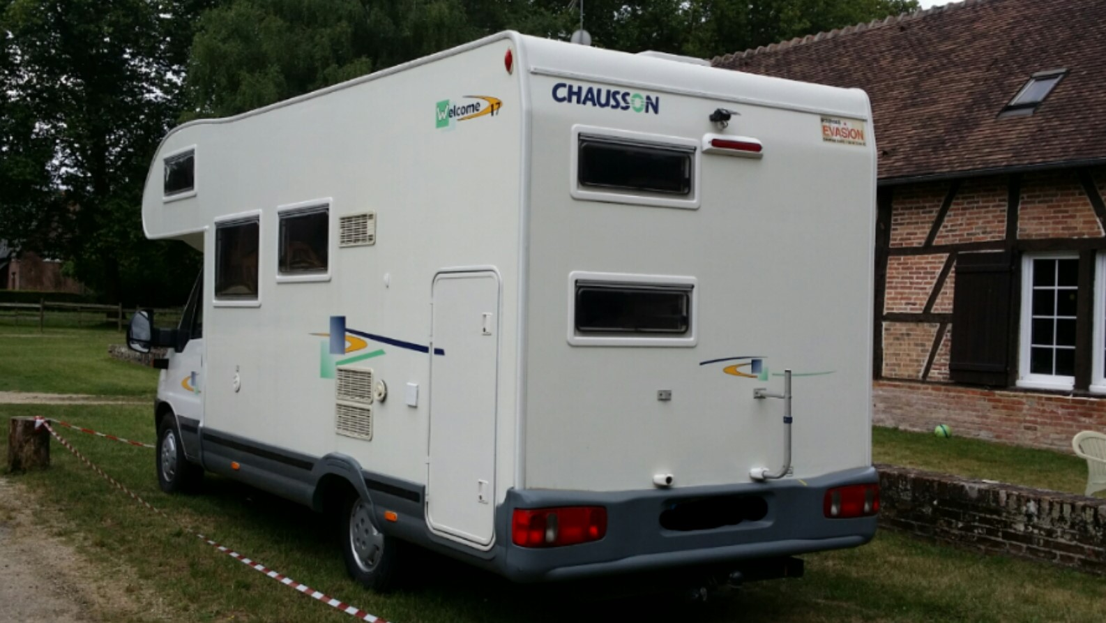 camping-car CHAUSSON WELCOME  ARRIÈRE
