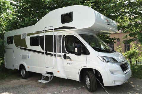 camping-car CARADO A  464