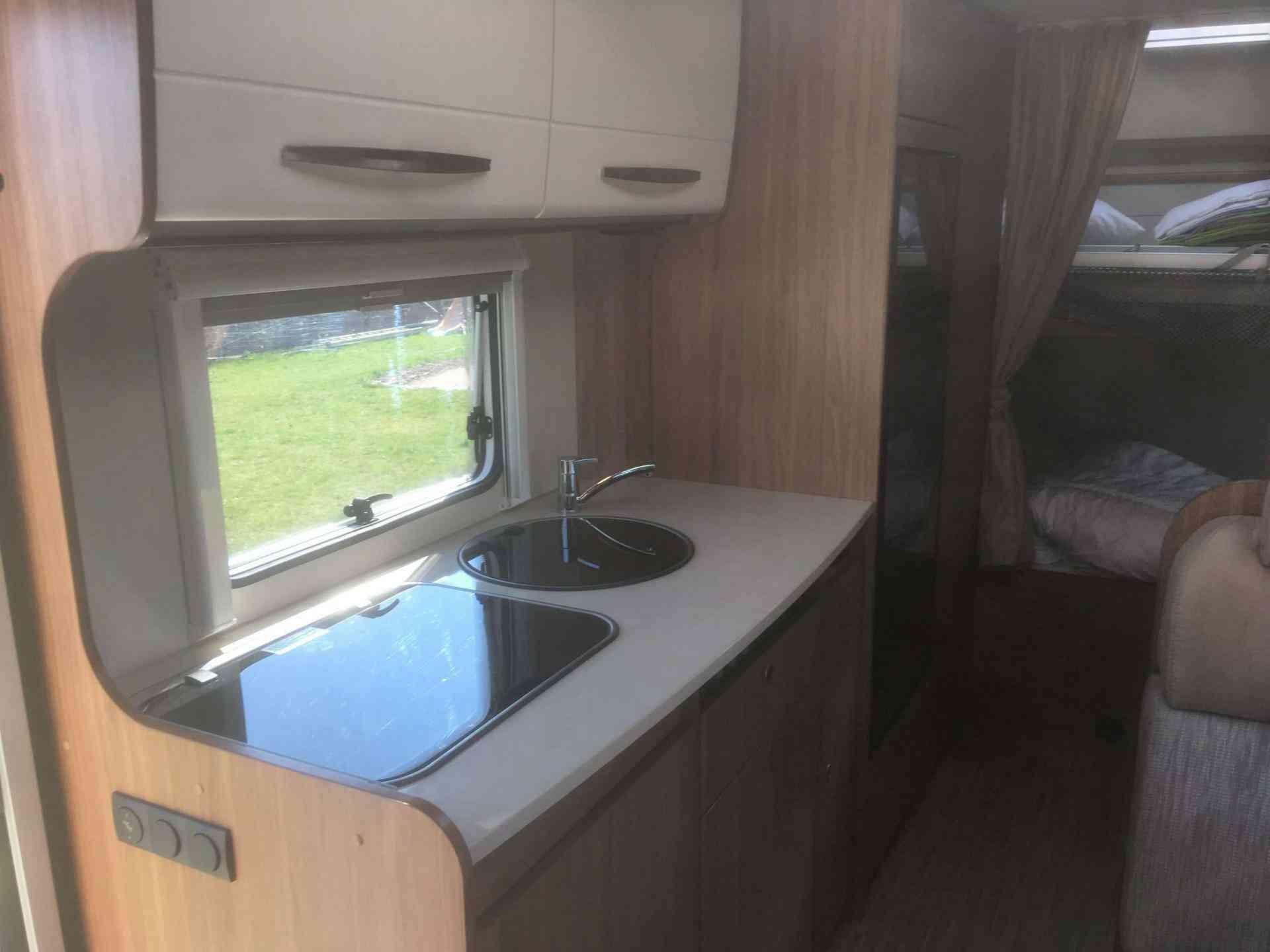 camping-car CARADO A 361