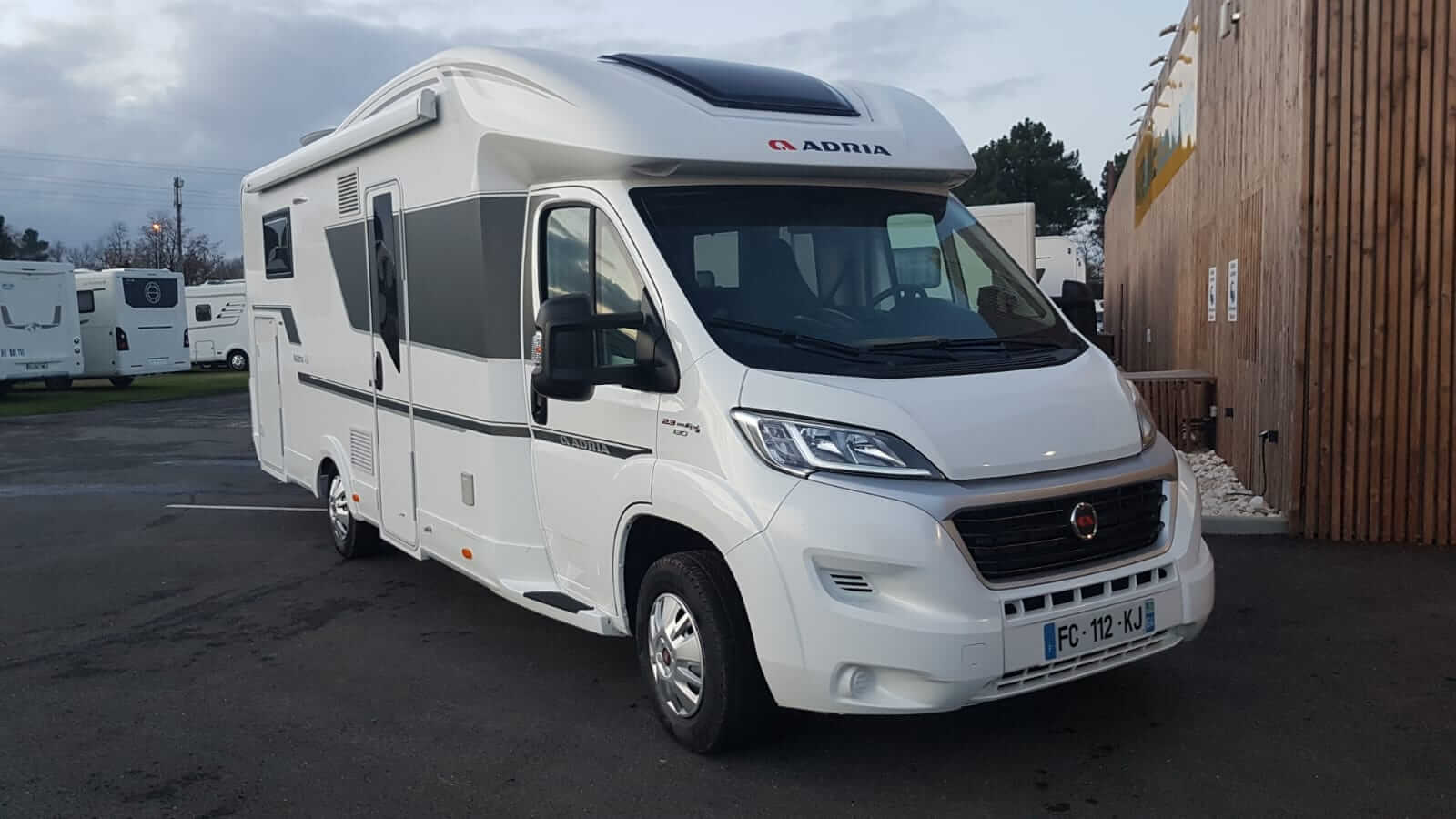 camping-car ADRIA MATRIX 670 DC PLUS