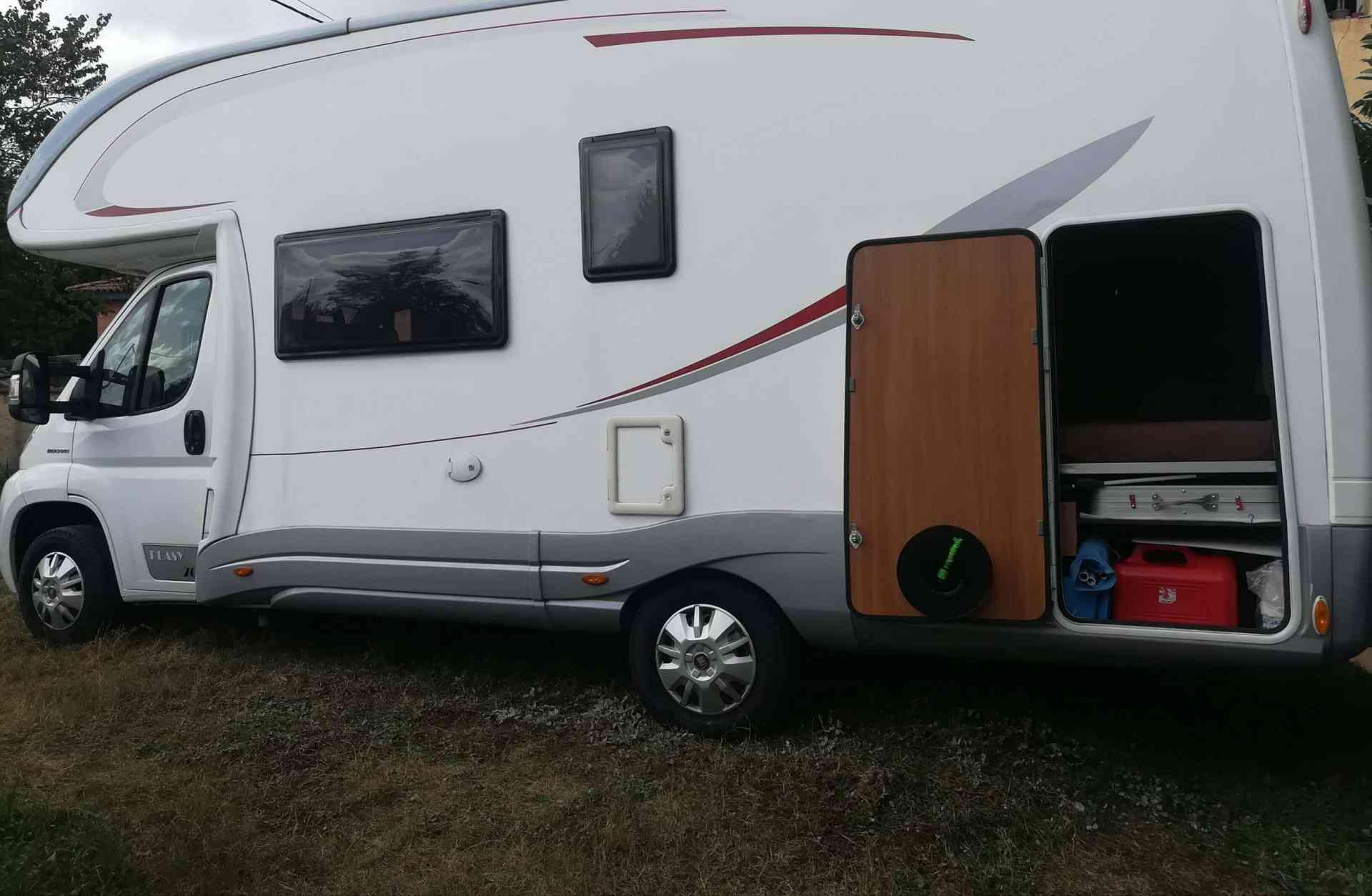 camping-car PLASY 70